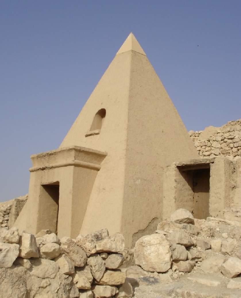 http://www.luxor4u.com/archaeological/photos/deir_el_medina4.jpg