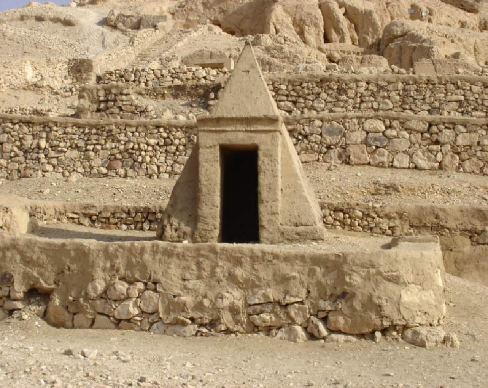 sennedjem tomb essay example Excavation of tutankhamun essaystutankhamun's tomb was found to be fully intact during howard carter's excavation in 1922 tutankhamun's tomb is a @example essays.